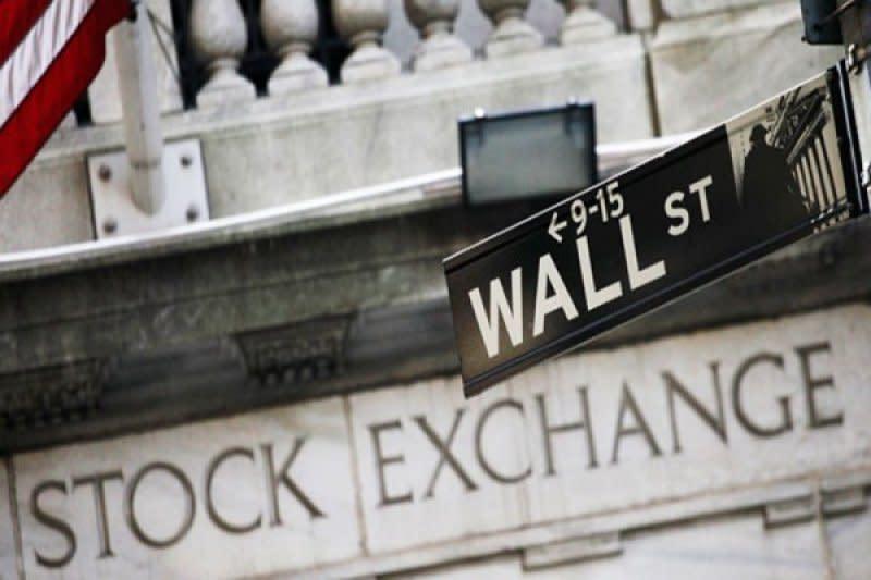 Wall Street ditutup melemah setelah risalah Fed soroti pemulihan sulit