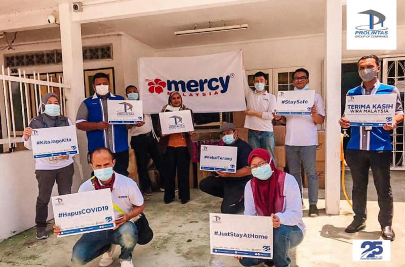 NGOs including Mercy Malaysia have teamed up with Prolintas to distribute the aid. — Picture via Facebook/PROLINTAS Highways