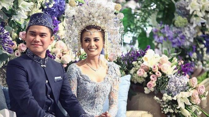 Potret pernikahan Acha Septriasa dan Vicky Kharisma. (Sumber: Kapanlagi.com)