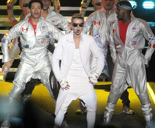 Justin Bieber Apologizes for Flag Scandal: I Thought It Was a Bra!
