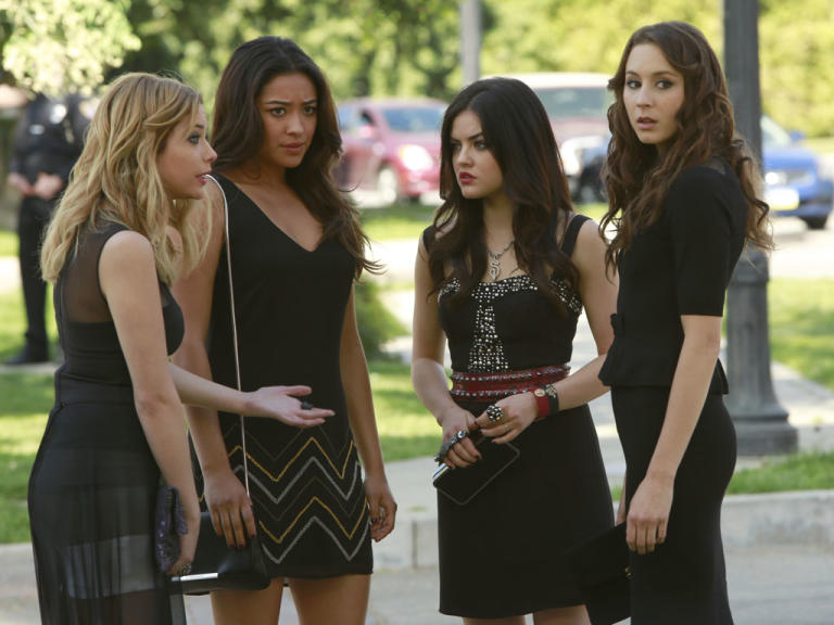 """Pretty Little Liars"" -- ""A is for A-L-I-V-E"" Ashley Benson, Shay Mitchell, Lucy Hale, Troian Bellisario"