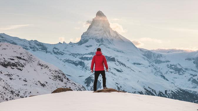 Ilustrasi mimpi tentang gunung (Photo by Joshua Earle on Unsplash)