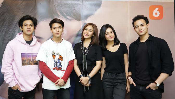 Vanesha Prescilla dan Iqbaal ramadhan _Media visit film Milea_di SCTV Tower, Senayan City, Jakarta. (Bambang E Ros/Fimela.com)