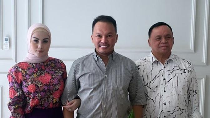 Jarang Terekspos, Ini 6 Potret Mesra Jennifer Dunn dan Suami (sumber:Kapanlagi.com)