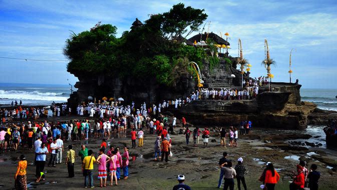 Pemprov Bali Ingatkan Kegiatan Adat Dilaksanakan dengan Jumlah Terbatas