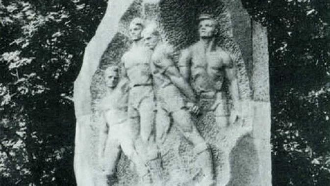 Monumen empat pemain sepak bola di luar Valeriy Lobanovskyi Dynamo Stadium. (Twitter)