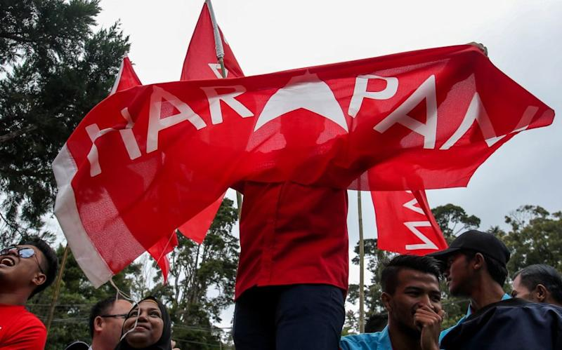 File photo showing Pakatan Harapan supporters waving party banners and flags during the Cameron Highlands by-election campaign. ― Picture by Farhan Najib