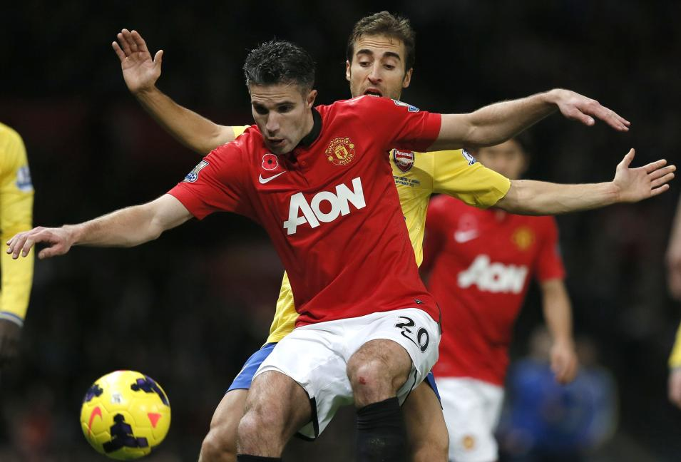 Arsenal's Flamini challenges Manchester United's van Persie during their English Premier League soccer match in Manchester
