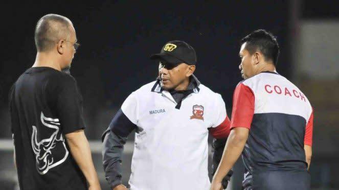 Pelatih Madura United,Rahmad Darmawan (tengah).