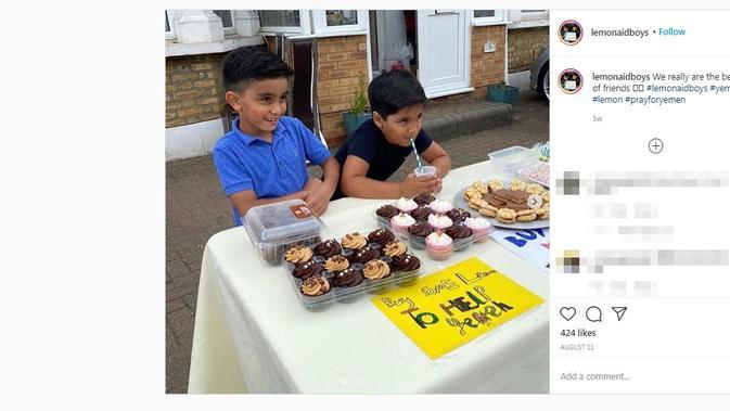 Ayaan Moosa dan Mikaeel Ishaaq, dua bocah yang peduli dengan krisis di Yaman mendapat donasi dari Angelina Jolie. (dok. Instagram @lemonaidboys/https://www.instagram.com/p/CDuW7TUFZjn/