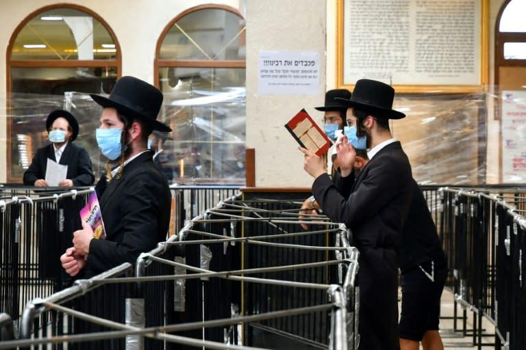 Hundreds of Hasidic Jews blocked at Ukraine border plead for help