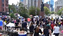 華裔饒舌歌手華埠派食物、捐物資 幫助小商家