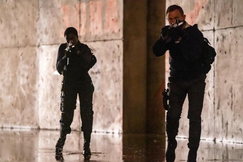 Nomi (Lashana Lynch) and James Bond (Daniel Craig) in No Time To Die an EON Productions and Metro Goldwyn Mayer Studios film (Nicola Dove © 2020 DANJAQ, LLC AND MGM.)
