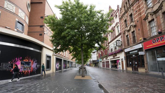 Pusat kota yang sepi setelah penerapan lockdown lokal di Leicester, Inggris (1/7/2020). Menteri Kesehatan Inggris Matt Hancock mengumumkan bahwa Kota Leicester di Inggris akan tetap menerapkan lockdown akibat COVID-19 saat kota-kota lain di negara itu mulai dibuka kembali. (Xinhua/Jon Super)