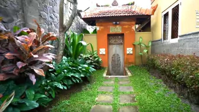 Nuansa Bali di pilih Ovi lantaran saat sedang santai di rumah, ia seakan-akan sedang berlibur di Pulau Dewata.(Youtube/Boy William)