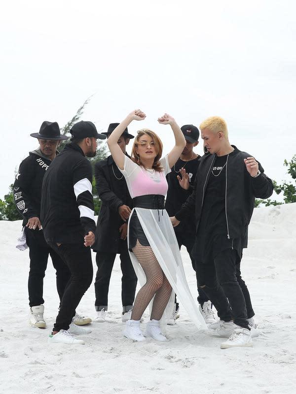 Nata merilis single perdana pada tahun 2017 berjudul Life of A Party yang dikemas dalam genre EDM. Nata juga sempat merilis single Lauran Merah. Setelah itu,Nata yang juga pernah gabung dalam grup vokal D'Dolls, kembali merilis single Indonesia Pasti Maju pada Agustus 2020.(Bambang E Ros/Bintang.com
