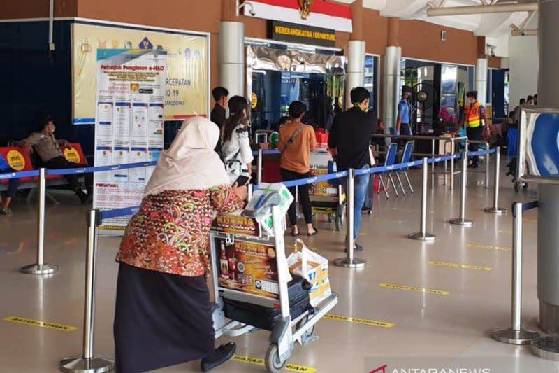 Bandara SMB II perpanjang jam operasional