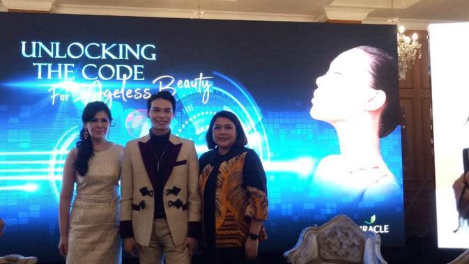 """Rilis tren pembentukan wajah baru, E Shape, bertajuk """"Unlocking The Code for Ageless Beauty"""" di Madame Delima, Menteng, Jakarta, 22 Januari 2020. (Liputan6.com/Tri Ayu Lutfiani)"""