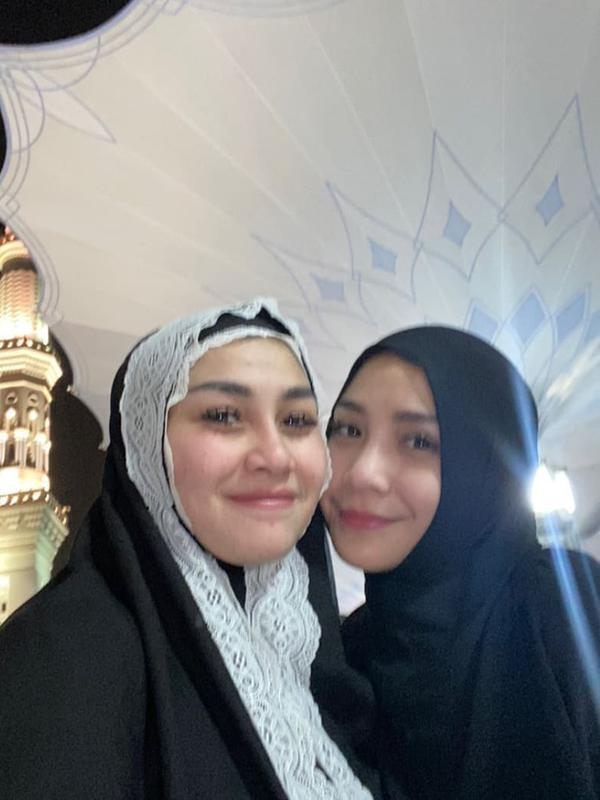 Momen Keluarga Raffi Ahmad Saat Umroh (Sumber: Instagram @nagitaslavinaarea)