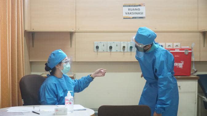 Tim riset uji klinis vaksin Covid-19 Universitas Padjadjaran (Unpad) melaksanakan simulasi pelaksanaan uji klinis di Gedung Fakultas Kedokteran Unpad, Kota Bandung, Kamis (6/8//2020). (Liputan6.com/Huyogo Simbolon)