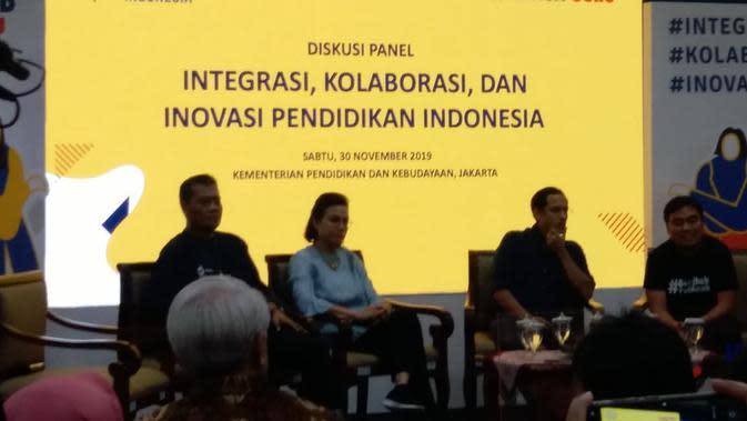 Nadiem Makarim, Sri Mulyani dan Budi sedang memberikan pengarahan dalam diskusi panel Konferesni Pendidikan Indonesia (dok Liputan6.com/Ossid Duha Jussas Salma)