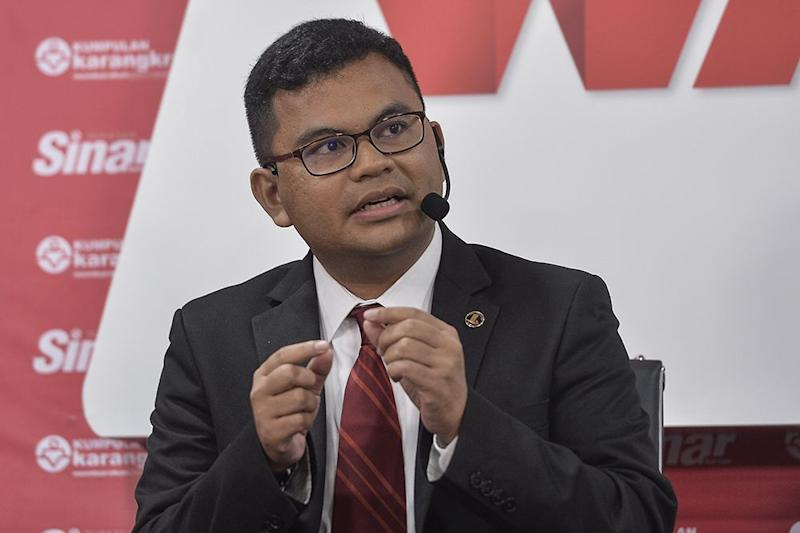 Johor Baru MP Akmal Nasrullah Mohd Nasir has urged the government to look into allowing Malaysians in Singapore to return after authorities across the Causeway announced a one-month island-wide shutdown starting next week. — Picture by Miera Zulyana