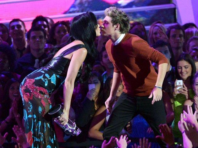 One Direction's Niall Horan 'Kissed A Girl,' And Now He Wants To Marry Her!