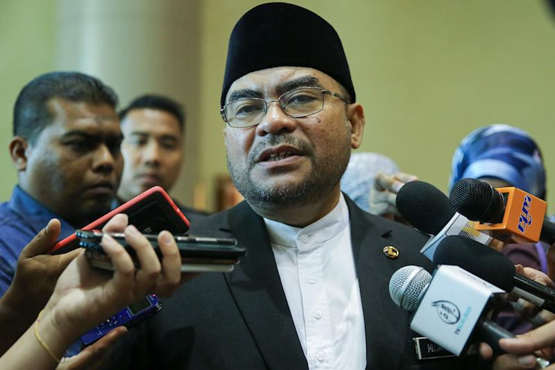 File picture shows Minister in the Prime Minister's Department Datuk Seri Mujahid Yusof Rawa speaking to reporters after Malaysia's Halal Inclusion Roundtable and Masterclass in Putrajaya November 5, 2019. — Picture by Yusof Mat Isa