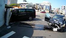 嘉義市廂型車與自小客車擦撞事故(1) (圖)