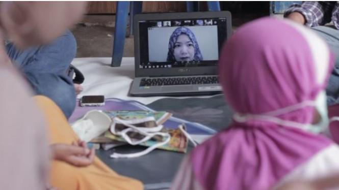 Peduli Pendidikan Anak Pemulung dengan Teaching on Sunday Virtual