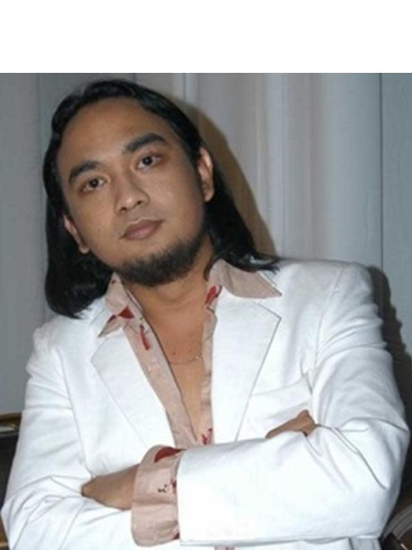 Genap 46 Tahun, Ini 6 Transformasi Bebi Romeo dari Gondrong Hingga Kini (sumber: KapanLagi.com)