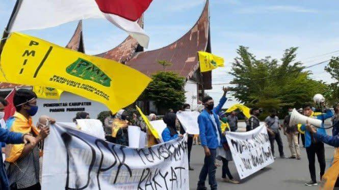 PMII Padang Pariaman Demo Tolak UU Cipta Kerja
