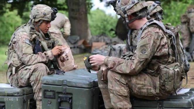 VIVA Militer: Tentara Amerika Serikat (AS) sedang makan