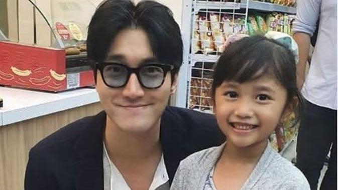 Belanja di Mini Market Jakarta, Siwon Super Junior Bikin Heboh. (dok.Instagram @superjuniorreturns/https://www.instagram.com/p/B9lSBBHhJUG/Henry)