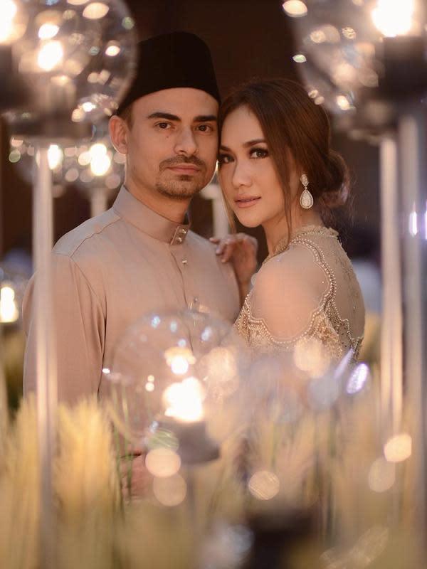 Selain BCL, Ashraf Sinclair, suaminya pun juga memiliki kesibukan yang sama. Dan seperti yang diketahui bahwa baru-baru ini Ashraf tengah sibuk melakukan promosi film terbarunya yang berjudul Bayi Gaib. (Instagram/bclsinclair)