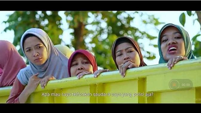 Sosok Bu Tedjo di Film Tilik. Dok: YouTube/Ravacana Films