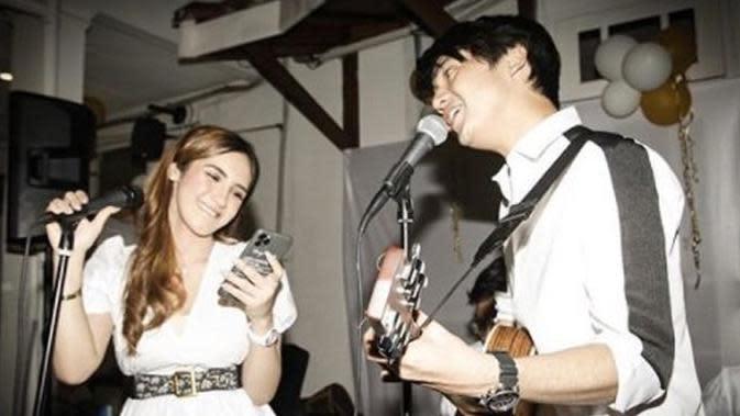 Arbani Yasiz merayakan ultah kekasihnya Syahra Larez.