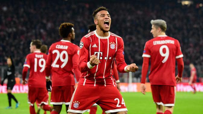 Gelandang Bayern Munchen, Corentin Tolisso merayakan gol ke gawang Paris Saint-Germain pada matchday keenam Grup B Liga Champions di Stadion Allianz Arena, Rabu (6/12). Bayern memenangi laga atas PSG dengan skor 3-1. (Tobias SCHWARZ/AFP)