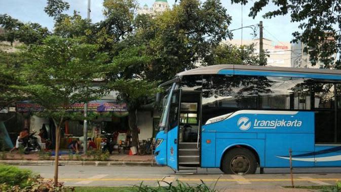 Transjakarta dan Bajaj Tabrakan di Pademangan Jakut, Satu Penumpang Meninggal