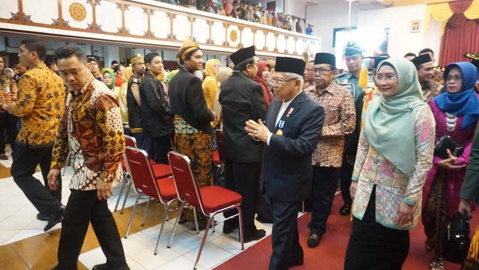 Wapres KH Ma'ruf Amin didampingi istri menghadiri acara pemberian penghargaan tertinggi UNS Award 2020.(Liputan6.com/Fajar Abrori)