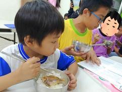 -捐助弱勢孩子溫飽的待用餐
