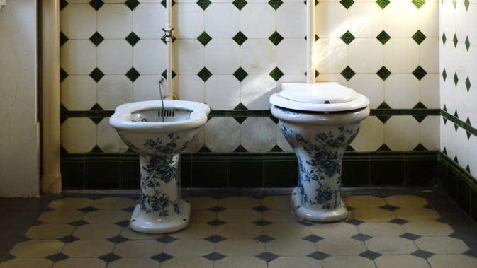 Ilustrasi toilet. (dok. unsplash.com/reneeverberne)