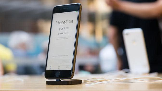 iPhone 8 Plus dipajang di Apple Store, Sydney, Australia. (Ian Knighton/CNET)