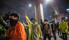 曼谷示威者晚上和平散去 警方沒有干預