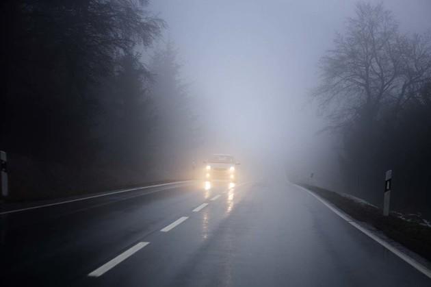 遇到大霧或大雨,要怎麼開燈才會清楚和安全?
