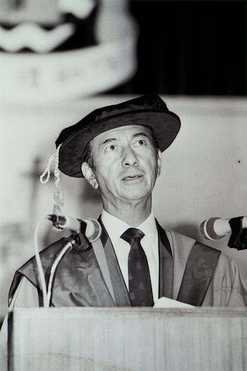 Stanley Ho speaking at the 10th congregation ceremony of the University of East Asia in Macau, on October 6, 1987. Photo: SCMP
