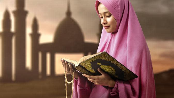 Ilustrasi Membaca Al Qur'an Credit: shutterstock.com