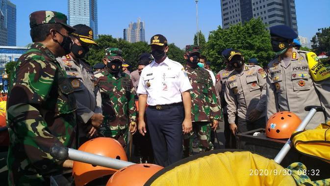Gubernur Anies Baswedan memimpin apel siaga banjir bersama jajaran TNI, Polri, dan Pemprov DKI Jakarta. (Dok Humas Polda Metro Jaya)