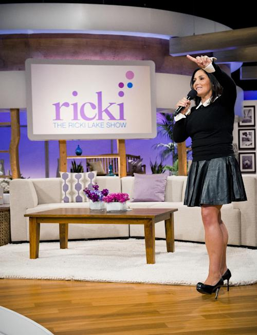 "This Wed., July 25, 2012 photo released by 20th Television shows host Ricki Lake during the first day of taping for her new daytime talk show, ""The Ricki Lake Show,"" in Los Angeles. The TV show debuts Monday, Sept. 10, 2012, bringing the talk show host back to daytime TV. (AP Photo/20th Television, Barry J. Holmes)"