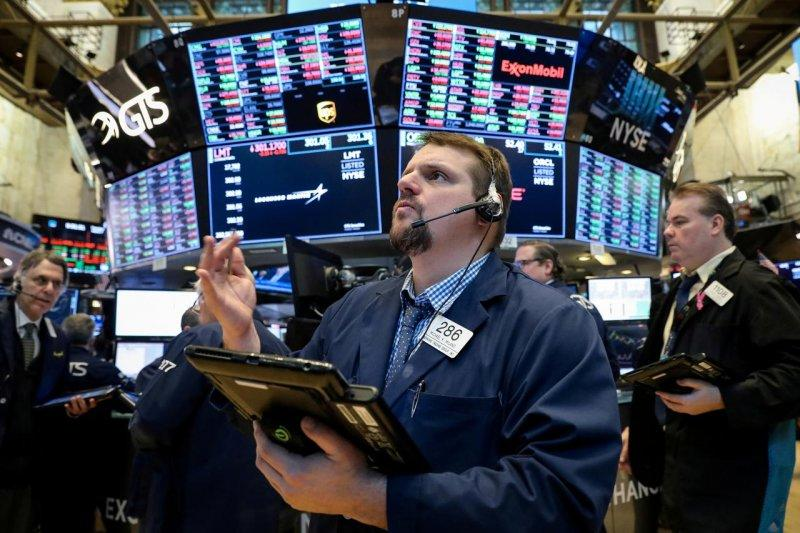 Wall Street dibuka naik tipis, investor cerna dampak peningkatan virus
